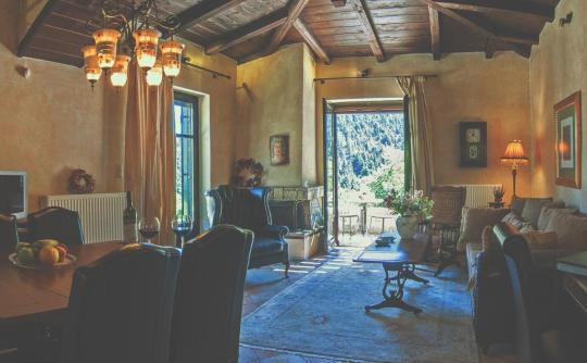 Ostra Menalon Luxury Suites, Ano Kardaras, Levidi, Arcadia, Peloponnese, Greece